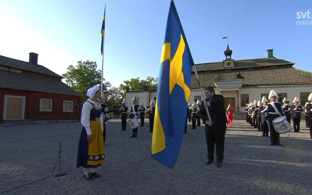 Unga Forskare mottar svensk fana av Kronprinsessan Victoria